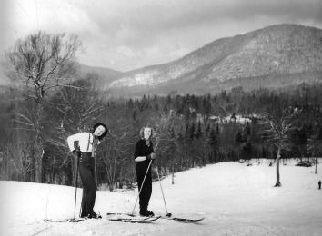 Skiiers at Pico Mountain, Vermont (1938). Courtesy of Forest History Society. Photographer: Bluford W. Muir (Wikimedia Commons).