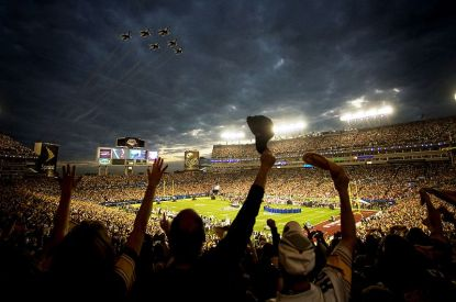 Super Bowl Flyover (Courtesy of Wiki commons)
