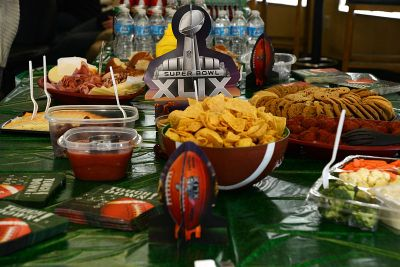 A typical Super Bowl Party Spread. (Image courtesy of Wikicommons)
