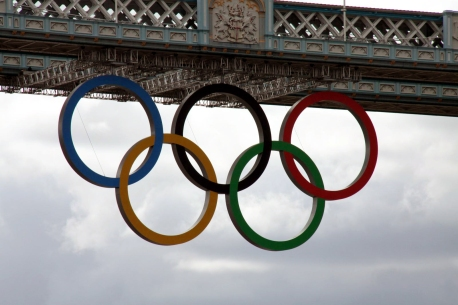 Olympic_Rings_-_Tower_Bridge_2