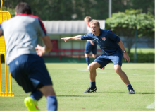Jürgen Klinsmann leads training for the USMNT in 2014. Courtesy of Wikimedia Commons.